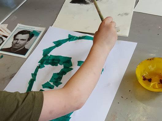 Schilderen met papier bij Studio Xplo in Tilburg
