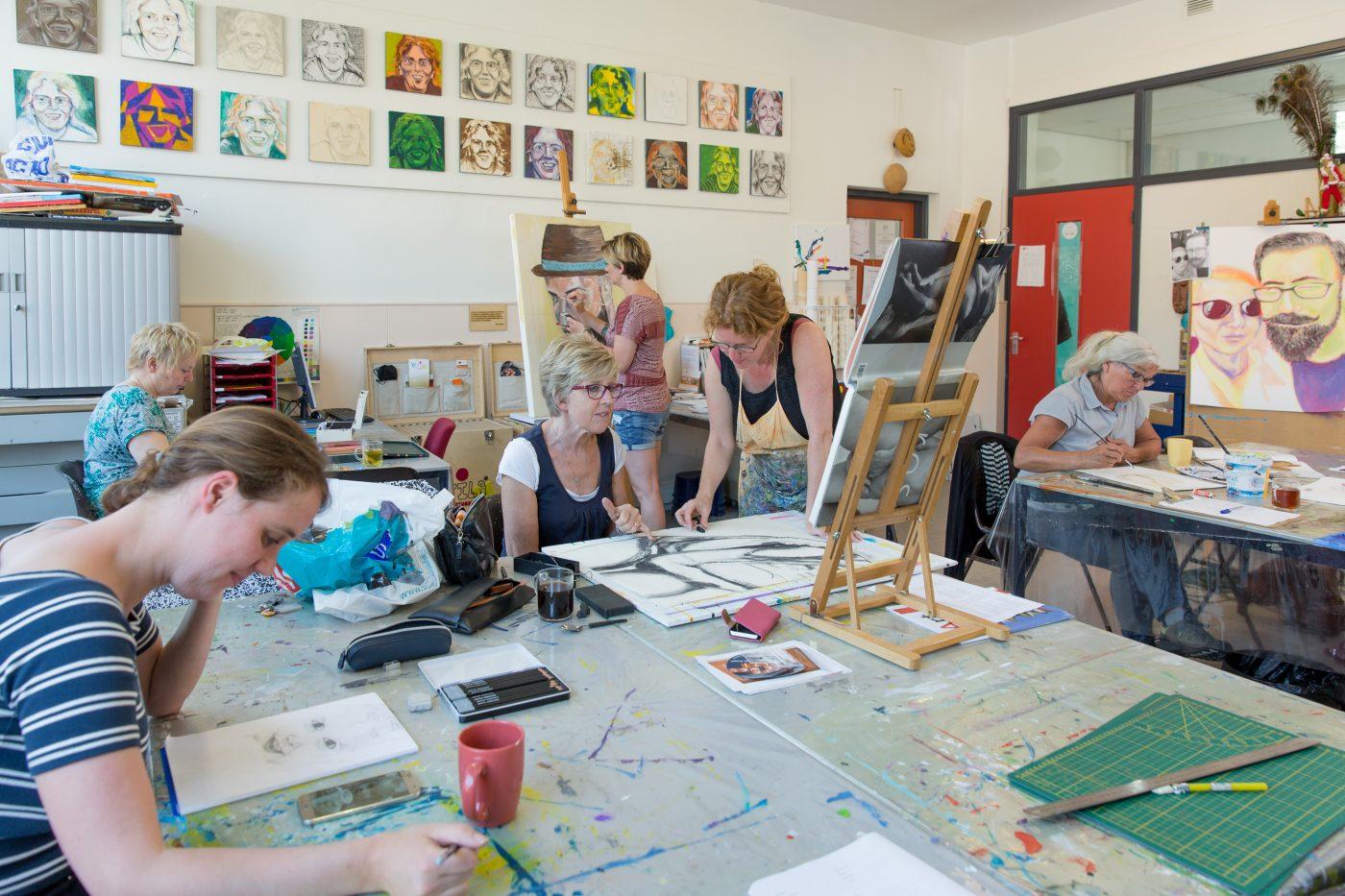 Impressie tekenles en schilderles bij Studio Xplo