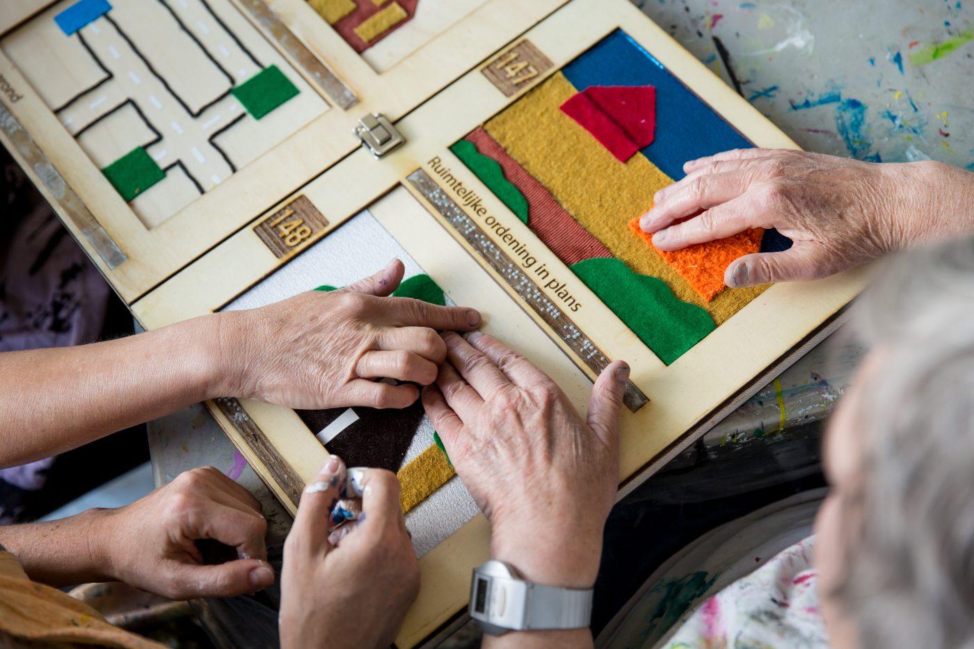 Impressie schilderles voor blinde mensen door Jofke bij Studio Xplo in Tilburg