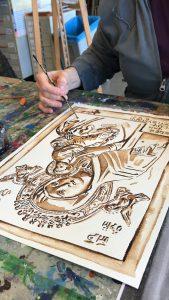 Jofke schildert gedenktegel Maria