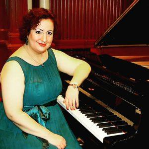 Mezzosopraan Agnes Huinen zingt bij expositie van Jofke
