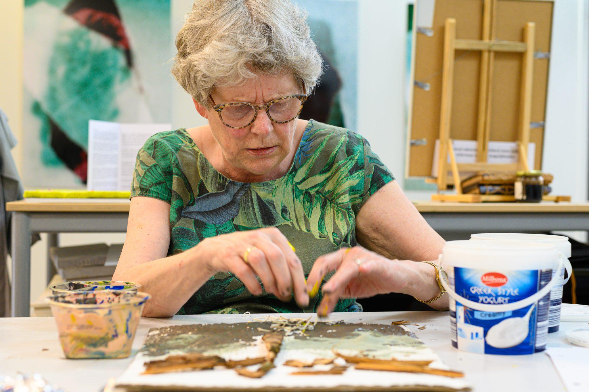 Marja van Oers aan het werk bij Studio Xplo